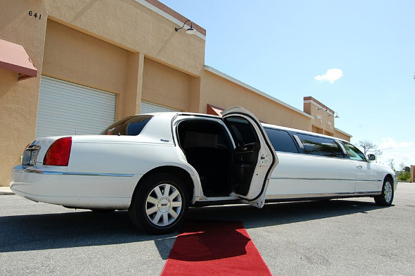 lincoln stretch limo Long Beach
